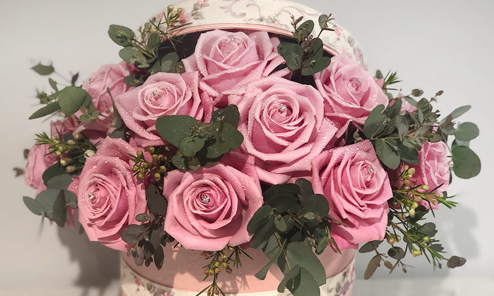 Pink roses presented in a hat box