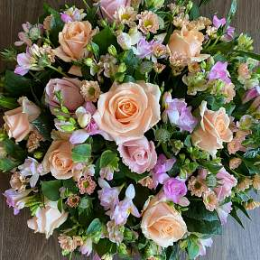 Peach and lilac posy